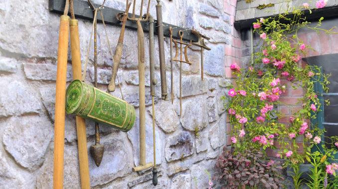 Werkzeughalter an der Wand