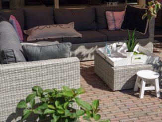 Lounge Area auf Steinterrasse